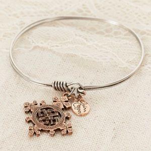 Quinn & Copper Cross Bracelet- NWT! Gorgeous 🌸